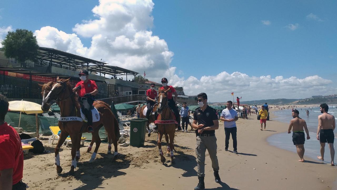Polis atlı timleri Şile sahillerinde görev yapıyor
