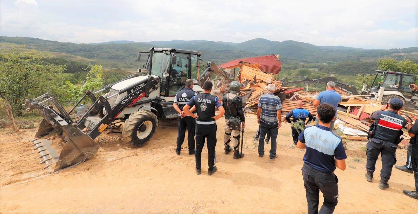 Şile'de Orman ve Hazine alanlarında kaçak yapı yıkımı!